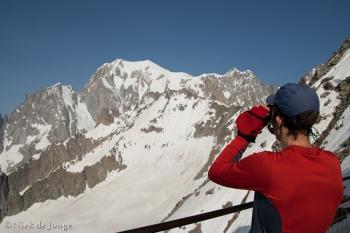 01 - De Grand Pilier d´Angle bevindt zich net links van de stompe sneeuwberg
