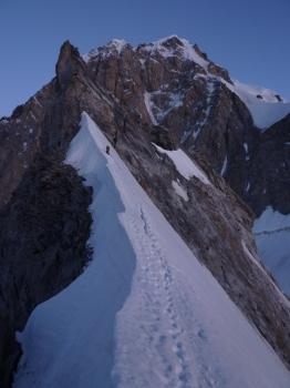 28 - Niek op de graat met op de achtergrond de Mt. Blanc ©N. van Veen